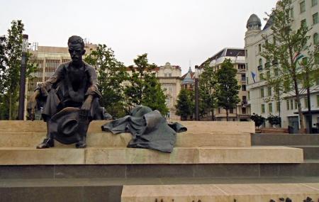 Attila Jozsef Statue Image