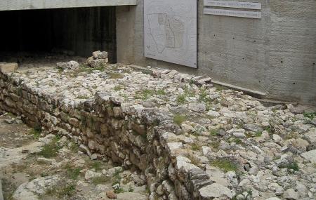 Broad Wall Image