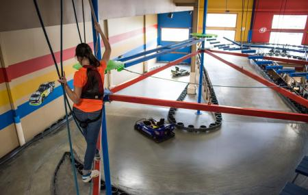 Knuckleheads Trampoline Park, Rides And Bowling Image