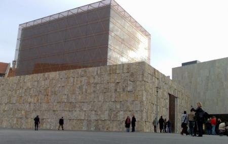 Ohel Jakob Synagogue Image