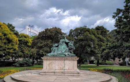 Statue Of Queen Elizabeth Image
