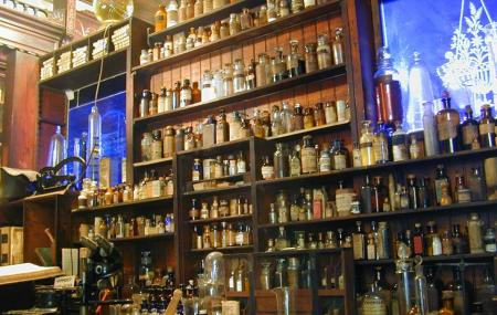 New Orleans Pharmacy Museum Image