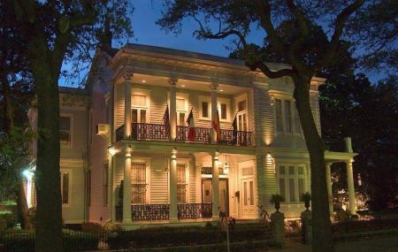 Elms Mansion Image