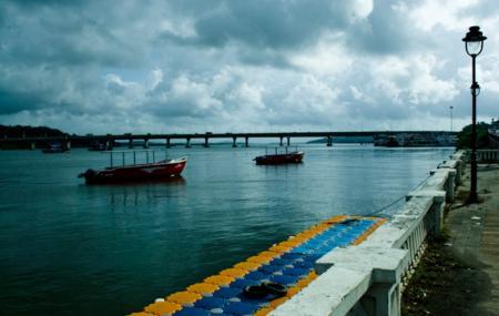 Mandovi River Image