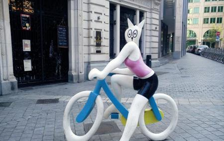 Statue La Chatte A Bicyclette, Brussels