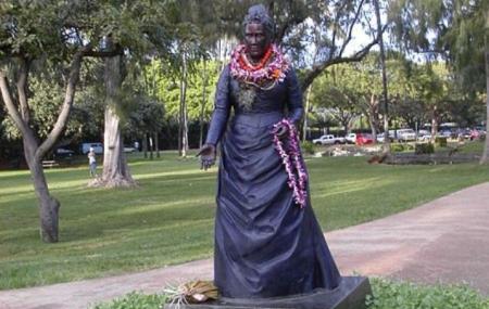 Queen Kapiolani Statue Image