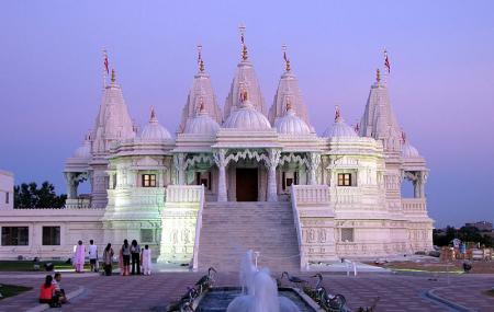 B A P S Shri Swaminarayan Mandir Image