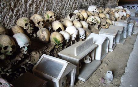 Il Cimitero Delle Fontanelle Image