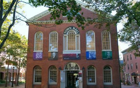 Salem Old Town Hall Image