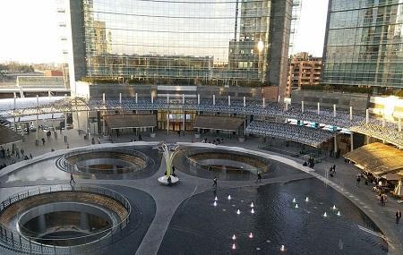 Piazza Gae Aulenti Image