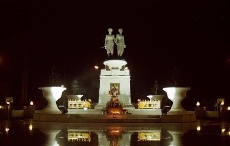 Phuket Heroines Monument Image