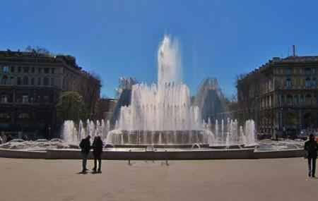 Fontana Di Piazza Castello Image