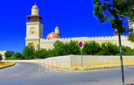 King Hussein Mosque Image