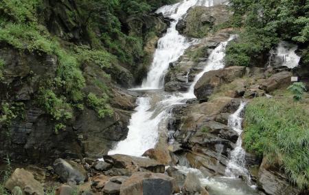 Ravana Ella Falls And Ravana Caves Image