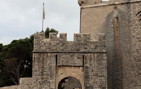 Ploce Gate Image