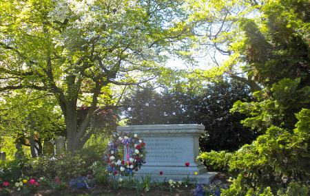 Woodward Hill Cemetery Image