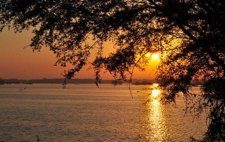 Thol Lake Image