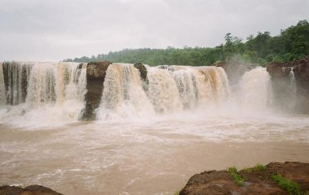 Gira Waterfalls Image