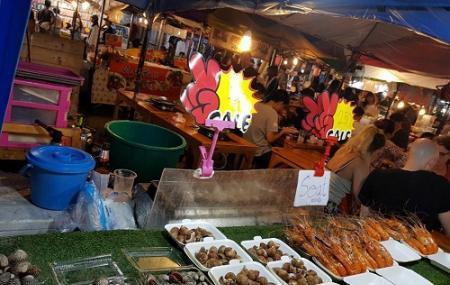 The New Rot Fai Market Ratchada Image