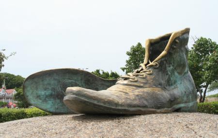 Monumento A Los Zapatos Viejos Image