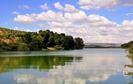 Lago Di San Giuliano Image