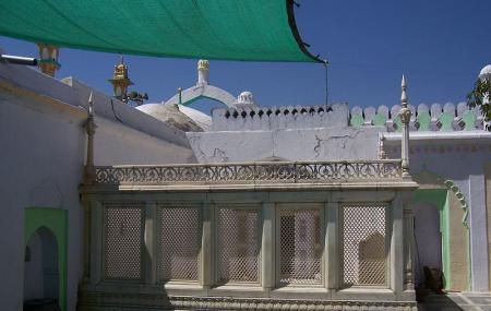 Tomb Of Aurangzeb Image