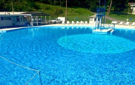 Harmony Acres Swimming Pool Image
