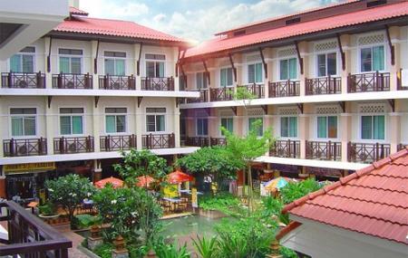 Rambuttri Village Inn And Plaza Image