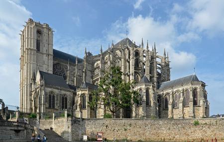 Cathedrale De Saint-julien De Mans Image