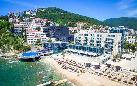 Avala Resort & Villas Image