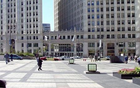 Pioneer Court, Chicago