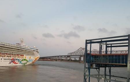 Julia Street Cruise Terminal Image