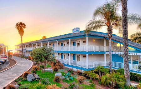 Del Mar Motel On The Beach Image