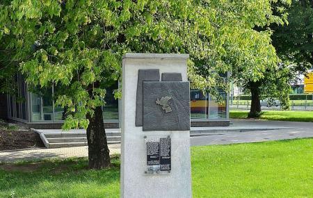 Warsaw Ghetto Boundary Marker Image