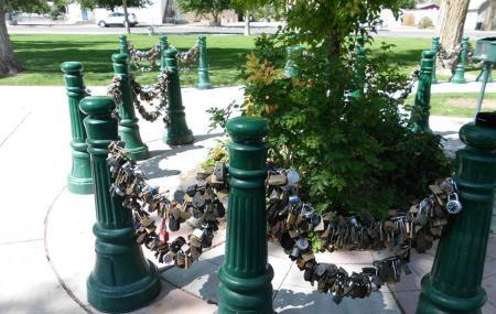 Lover's Lock Plaza Image