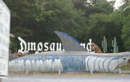 Dinosaur Land, White Post
