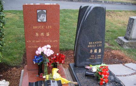 Brandon Lee And Bruce Lee's Grave Site Image
