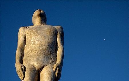 Voyages Friendship Statue Image