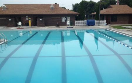 Wolfe Park Swimming Pool Image