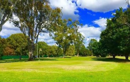 Carrara Gardens Golf Course Image