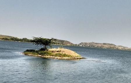 Lal Pari Lake Image
