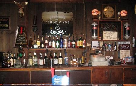 Cedar Wings Lounge Image