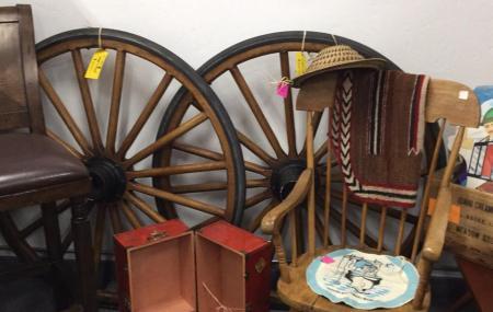 Rusty Retro Antiques & Oddities Image