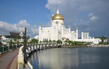 Sultan Omar Ali Saifuddien Mosque Image