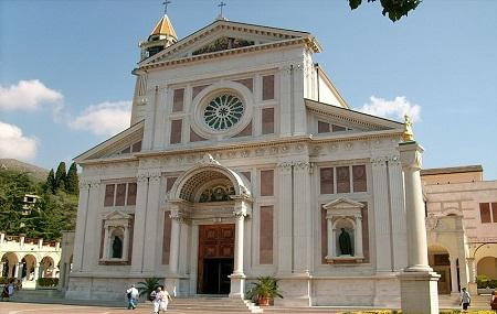 Santuario Gesu Bambino Di Praga Image
