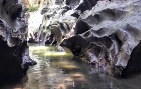 Beji Guwang Cave Image