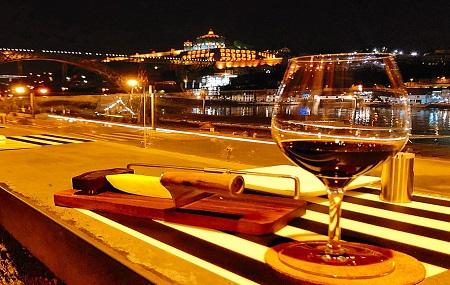 Wine Quay Bar Image