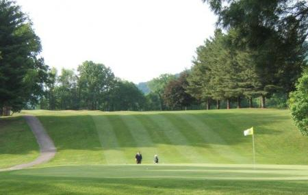 Pine Oaks Golf Course Image