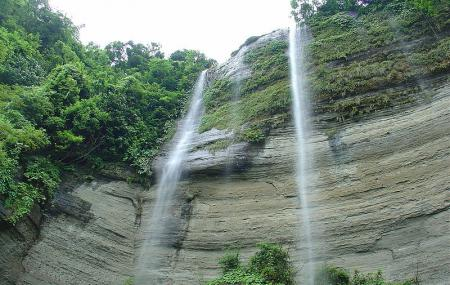 Shuvolong Waterfalls Image