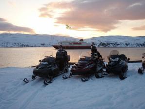 Overnight Snowmobile Tour, Kirkenes